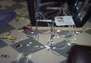 اعطاء النصائح عن كيفية اصلاح اجهزة الحاسب الالي وتركيب الشبكات