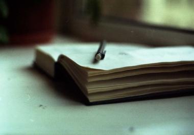 كتابة المقالات وصياغتها ومراجعة مابها من أخطاء إملائية ونحوية وغيرها