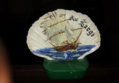 الرسم بالألوان الزيتية شعارات و رسومات على الصدف البحري