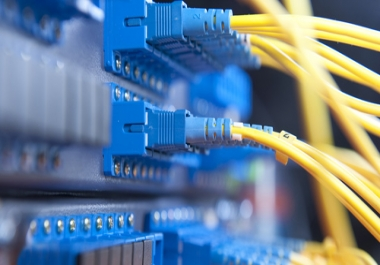 حل مشاكل توصيل شبكة الانترنت والالياف البصرية وكامرات المراقبة