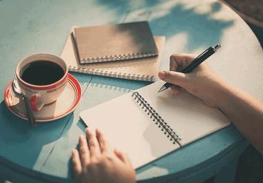 كتابة بحوث إبداعية باللغتين وفي مختلف الميادين