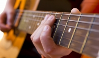 دروس لتعليم القيثارة للمتبدئين و العزف كالمحترفين على آلة الغيثارة