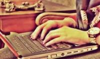 كتابة المقالات ومراجعتها