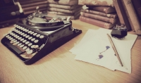 كتابة الأبحاث الأدبية للكليات الأدبية باللغة العربية.