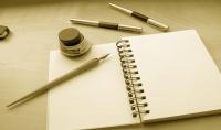 كتابة مقال فني أو مراجعة سينمائية لمدونة أو مجلة