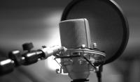 الـتعليق الصوتي كما في الافلام الوثائقيه والاعلانات الدارجة وسنضمن لك الجودة المستخدمة في التسجيل