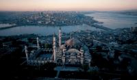 سأكتب ماتريد على ورقة وأصورها أمام معلم سياحي بإسطنبول