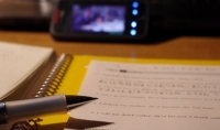 كتابة مقالات بالعربية   الانجليزية أو الفرنسية