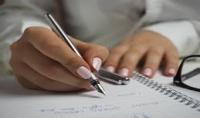 كتابة مقال في حدود الألف كلمة أو دونها لجريدة  موقع أو منتدي  مستخدماً اللهجة التي تحددها.
