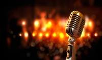 إعطائك تمارين إحترافية لتحسين الصوت في الغناء مع توجيهات باللغة الانجليزية