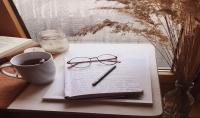 أستطيع كتابة تقارير صحفية  ومقالات متنوعة  بالإضافة إلى السيرة الذاتية بطريقة احترافية
