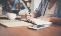 كتابة النصوص وإعادة صياغة النصوص المكتوبة سلفا وتدقيقها