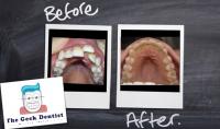الكشف على اسنانك واعطائك قائمة بالمشاكل الموجودة وطريقة علاجها والتكلفة اللازمة لها