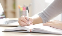 كتابة مقالات وملخصات في المدونات والمواقع الالكترونية