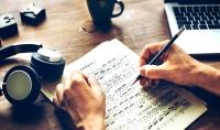 كتابة اغنية او قصاىد شعرية بكل دقه