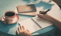 كتابة شعر أو زجل اوقصة قصيرة أو نكت أو أمثال شعبية بترتيب رائع مؤثر جداً لن يتكرر من قبل