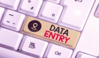 إدخال بيانات بدقة باستخدام برامج ميكروسوفت اوفيس.